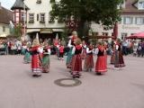 Winzertanzgruppe am Weinbrunnen
